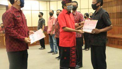 Photo of Gubernur Koster Salurkan Stimulus Ekonomi untuk 43 Ribu UKM dan Sektor Informal se-Bali