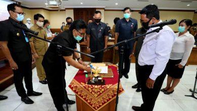 Photo of Giri Prasta Resmikan PAW Anggota BPD Mambal, Sibangkaja dan, dan Pecatu