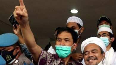 """Photo of Nyaris 4 Tahun Tersangka, Jubir FPI Munarman """"Aman"""""""