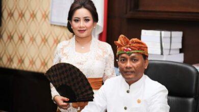 """Photo of Maknai Natal, Dewi Suyasa: Silaturahmi """"Sementara"""" Cukup Lewat Hp"""