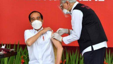 Photo of Vaksinasi Mulai, Netizen Harap Vaksin Sama dengan Jokowi