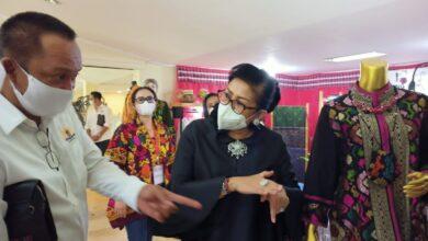 "Photo of Christian Dior ""Kesemsem"", Putri Koster Gelorakan Fanatisme Produk Khas Bali"