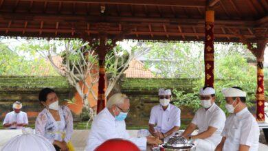 Photo of Saraswati di Puspem Badung Hanya Diikuti 50 Umat