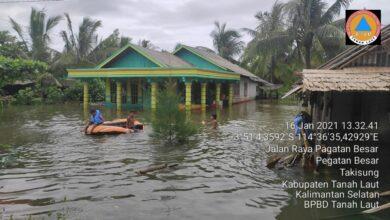 Photo of BNPB Serahkan Dana Siap Pakai Rp 3,5 M untuk Banjir Kalsel