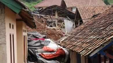 Photo of Longsor Cihanjuang, 26 Warga Dinyatakan Hilang