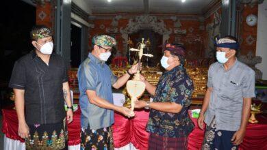 Photo of Ajegkan Seni Budaya, Suiasa Serahkan Gong Semarandana