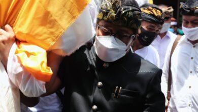 Photo of Penghormatan Terakhir, Giri Prasta Angkat Jenazah IB Sunartha