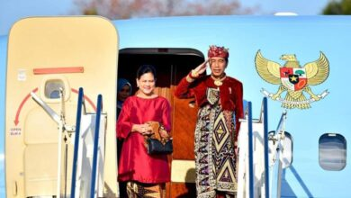 Photo of Ke Bali, Jokowi Dapat Surat Spesial dari Pelaku Pariwisata