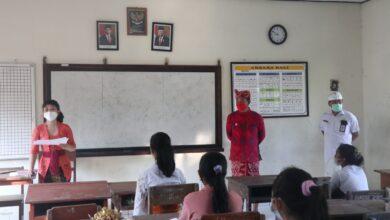 Photo of Belajar Tatap Muka Dimulai, Gede Dana Tinjau Sekolah