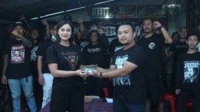Photo of Serahkan Donasi, Simpatisan Bahu-Membahu Bayar Subsider JRX