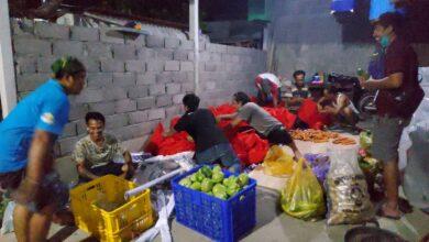 Photo of Ogah Mie Instan, Kelompok Ini Bagi 150 Ayam Kampung