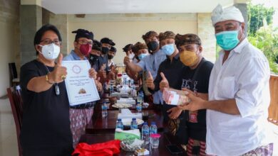 Photo of Rogoh Kantong Pribadi, Giri Prasta Sumbang Rp 100 Juta